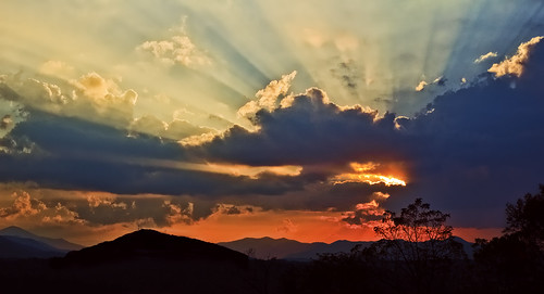 sunset clouds asheville northcarolina biltmore smokymountains sunbeams