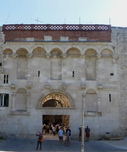 Porte d'Or, palais de Dioclétien (IIIe siècle), Split, comitat de Split-Dalmatie, Croatie. | by byb64 (en voyage jusqu'au 30)
