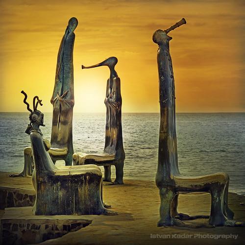 ocean sea mexico installation puertovallarta sculptures alejandrocolunga larotundadelmar truthandillusion bahiafav