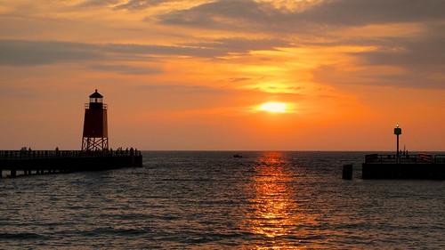 sunset vacation sun lighthouse harbor pier lakemichigan 140420mmf3556 olympuspenepl1micro43micro43 olympuspenvf2viewfinder vacation2010lakemichigancircle
