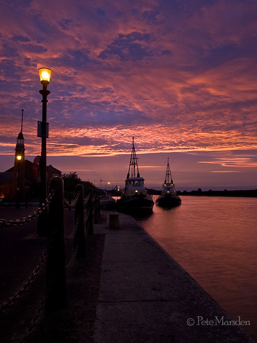uk sunset lighthouse dusk wirral shipcanal boatmuseum ellesmereport
