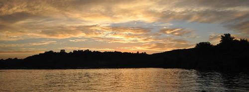 sunset river boat stcroix stillwater