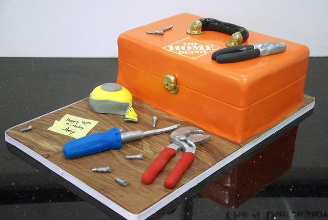 N1038 - Homedepot toolbox cake