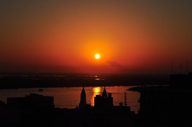 O pôr-do-sol em dia de derrota dos hermanos é mais bonito...
