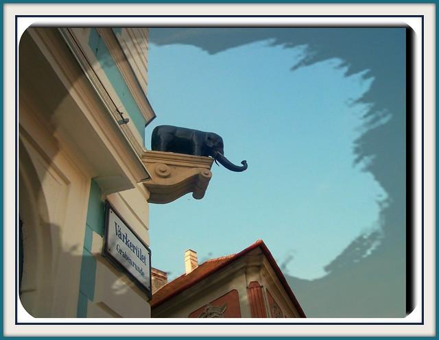 Famous house's detail in a big city of Hungary-A soproni elefántos ház