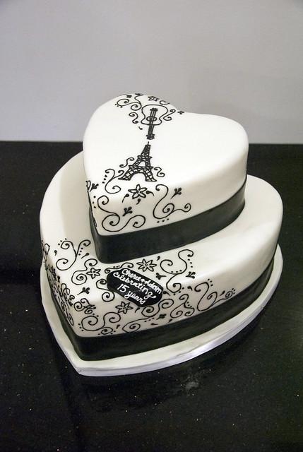 W9099 - black white heart cake