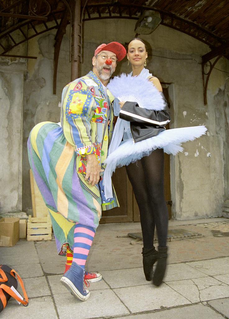 Bowen & Bailarina 1(John Glick/Russia Clown Trip 2004)