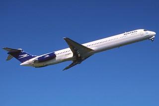 320dd - Austral MD-81; LV-WPY@AEP;23.09.2004