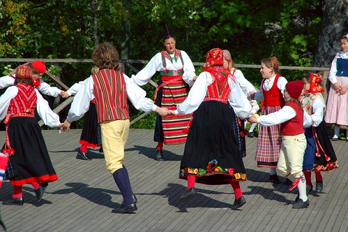 Norwegian Traditional Dancing | by abaransk
