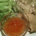 ガイ・サップ。鶏肉のにんにくソース。