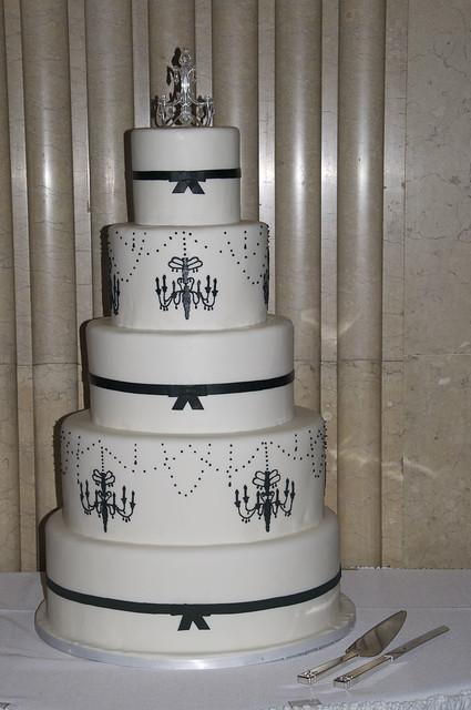 W9012 - white black chandelier wedding cake