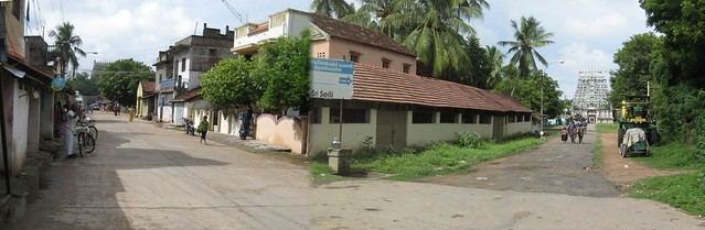 Patteeswaram Durgai temple on the left and Thiruchakthimutram on the right