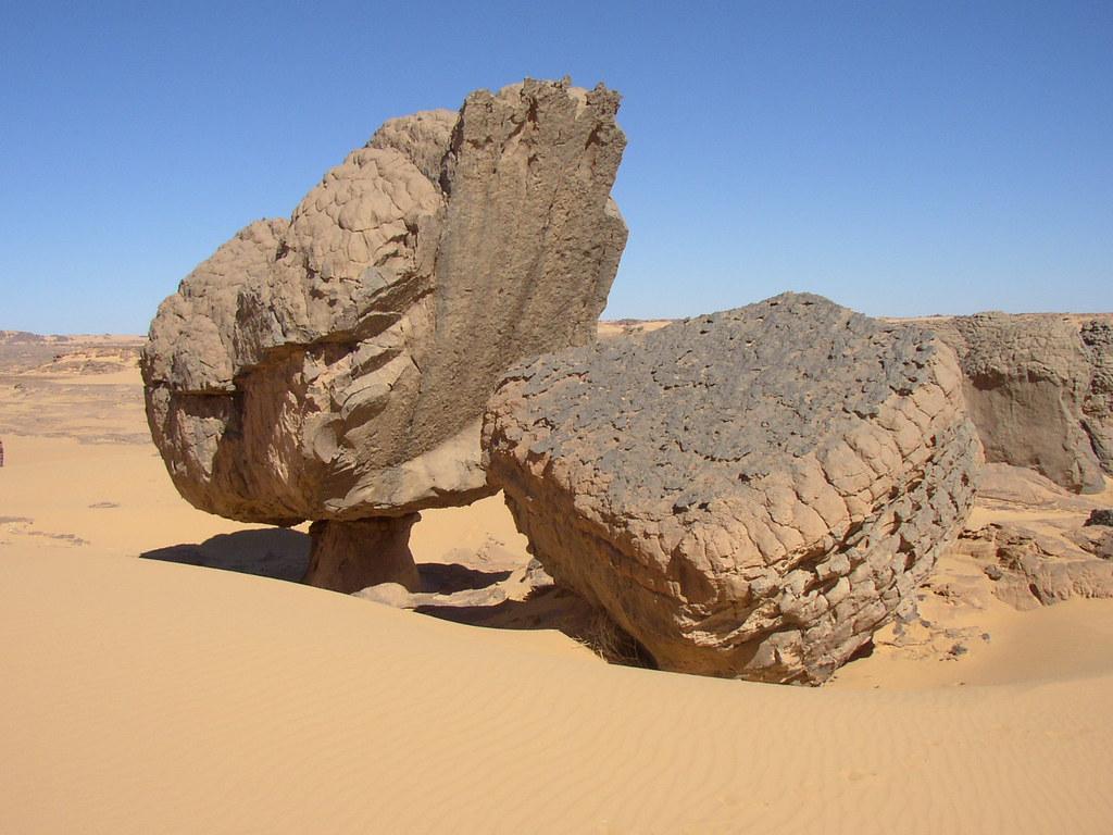 Roca fungiforme o en seta - Youf Ahakit (Argelia) - 03 | Flickr
