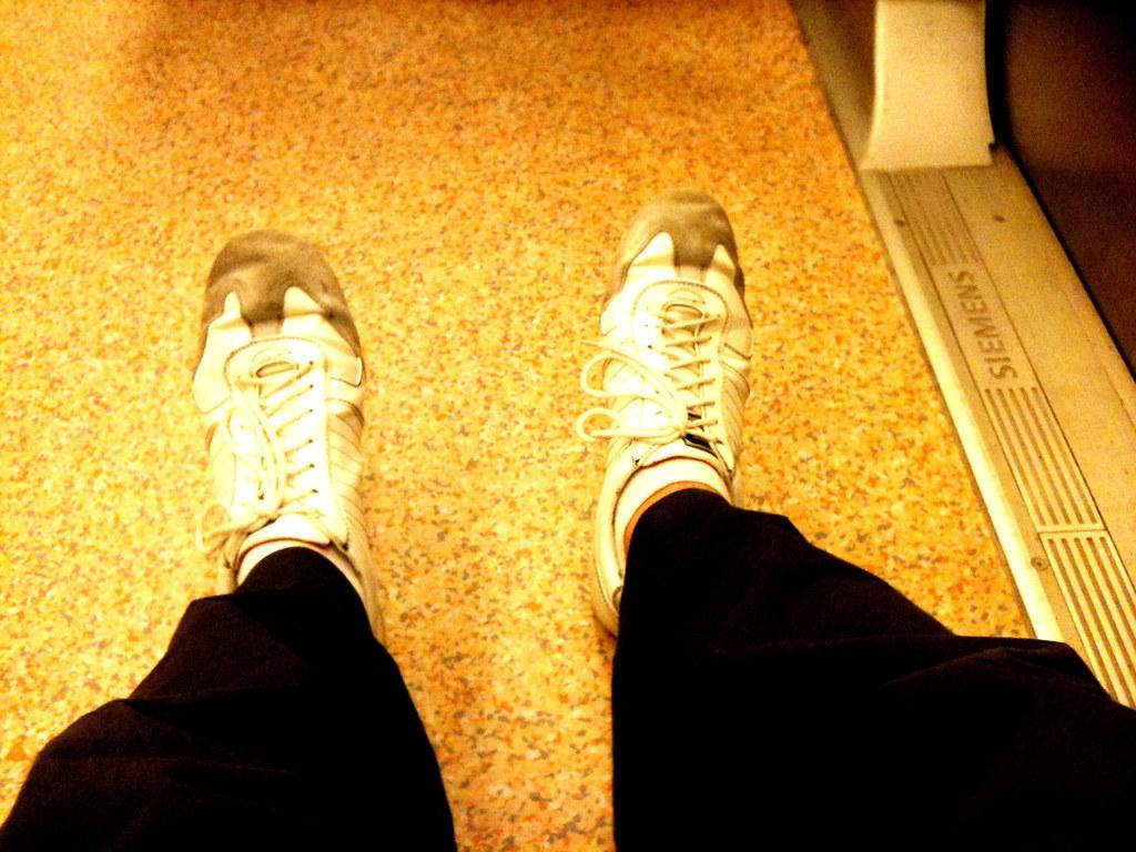 Les pieds dans le métro #toutrennesphotographiesespieds