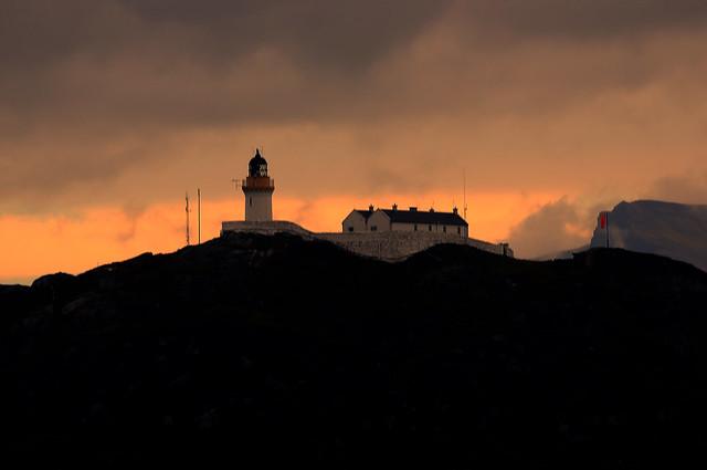 Rona lighthouse on a misty autumn morning