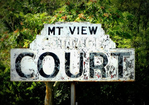 signs vintage court virginia cottage motel weathered roadside shenandoah northern edinburg mtview us11 us340 us211 us522 erjkprunczyk i81va