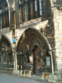 Side entrance to Gloucester Cathedral | by Tip Tours