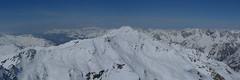 Sousední hora Pischahorn je rovněž frekventovaný vrchol, především díky lanovce, která popoveze lyžaře do výšky 2500 m.