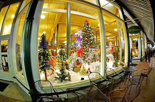 christmas window texas christmastree sidewalk storefront marshalltx d7000