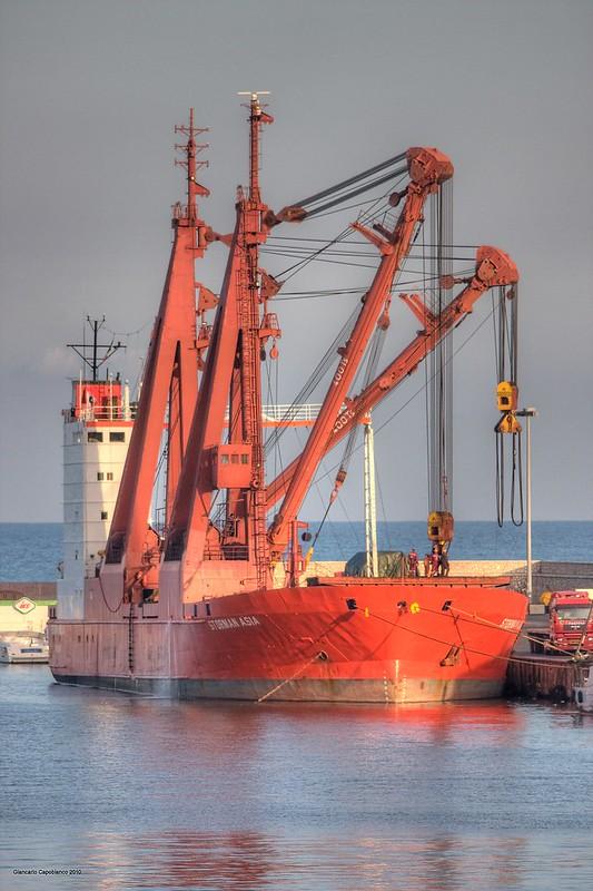 """La Nave Cargo  """"Storman Asia"""" Nel Porto Di Anzio"""