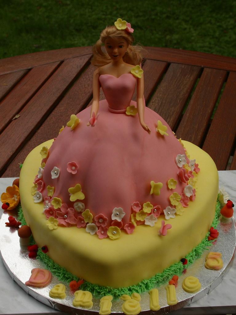Groovy Princess Birthday Cake For Danielles 5Th Birthday Party Flickr Funny Birthday Cards Online Inifodamsfinfo