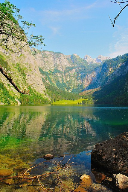 Obersee mit Blick auf Teufelshörner, Nationalpark Berchtesgaden, Bavaria, Germany