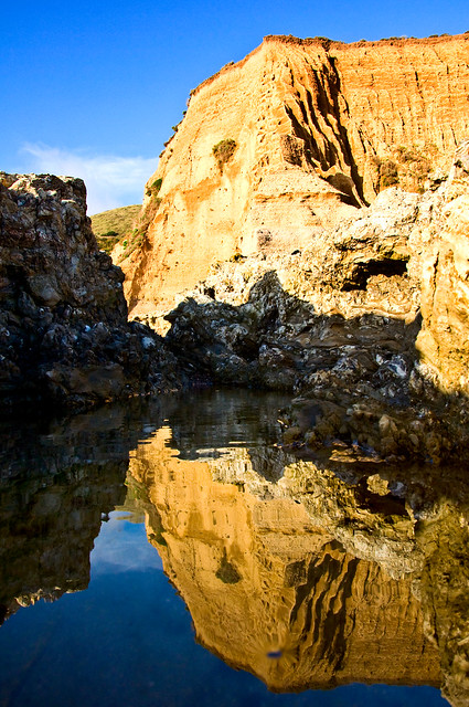 Ocean cliffs of the Pacific Ocean - Perfect reflections of California