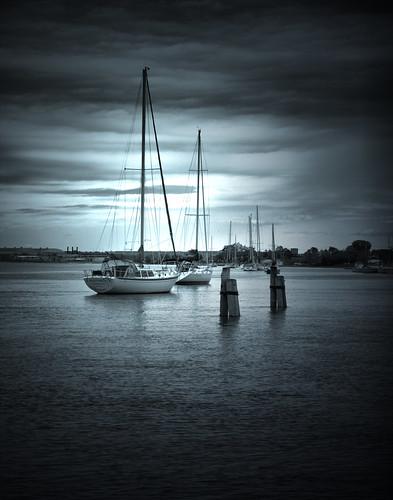 blue water photoshop boats cloudy calm sail longislandsound moored housatonicriver stratfordct canonxs brownsmarina bondsdock stratfordyachtclub