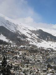 Davos leží v dlouhém údolí říčky Landwasser ve výšce 1600 m.