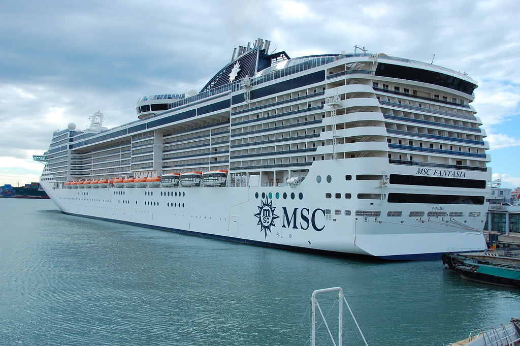 MSC FANTASIA SISTER SHIP MSC SPLENDIDA | Genova, Italy 17 ...