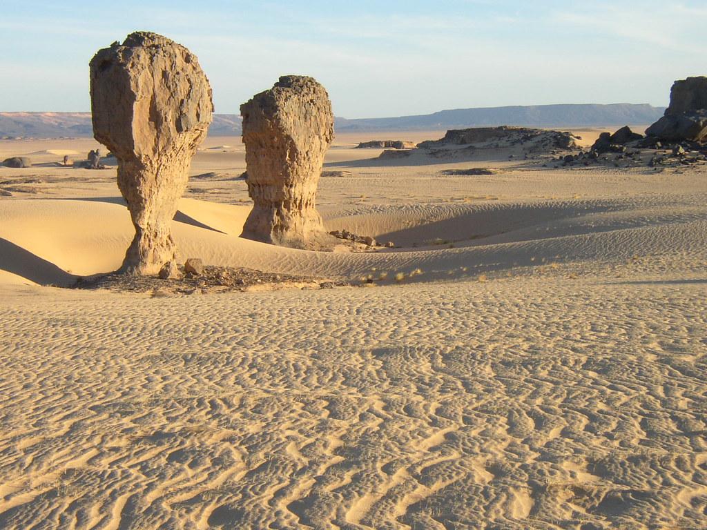Roca fungiforme o en seta - Tagrera (Argelia) - 01 | Flickr