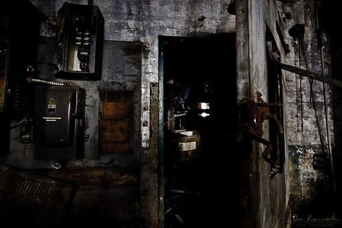door toronto ontario canada abandoned rust basement ruin creepy forgotten canoneos5dmarkii