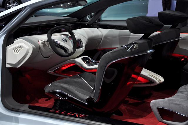 Nissan Elure interior