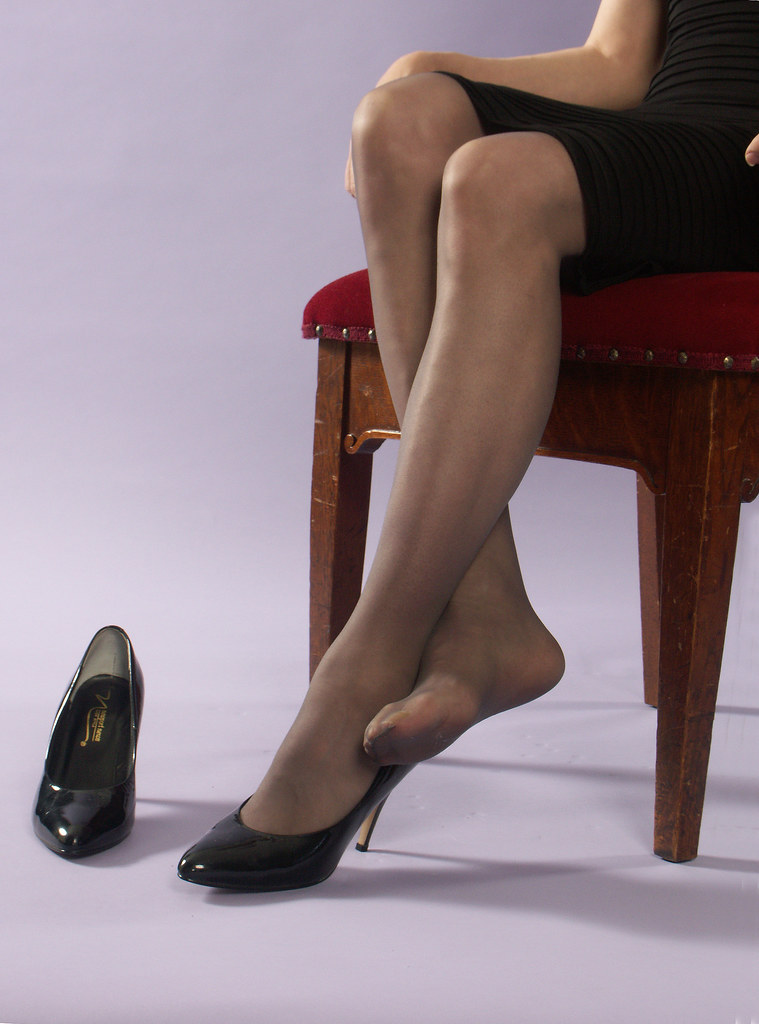 Pantyhose foot tease - a photo on Flickriver
