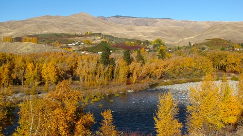 Lower Wenatchee Valley in Fall | by Pictoscribe