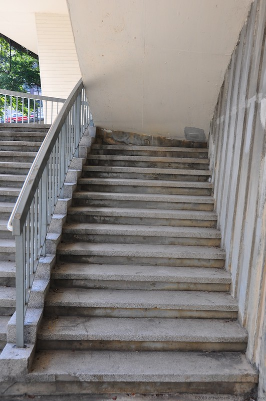Staircase FAIL - There are certainly obstacles to be ovecome on the way up the hill to the Zoo