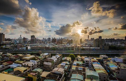 sunset canon 夕陽 高雄 日落 雲彩 市區 星芒 交流道