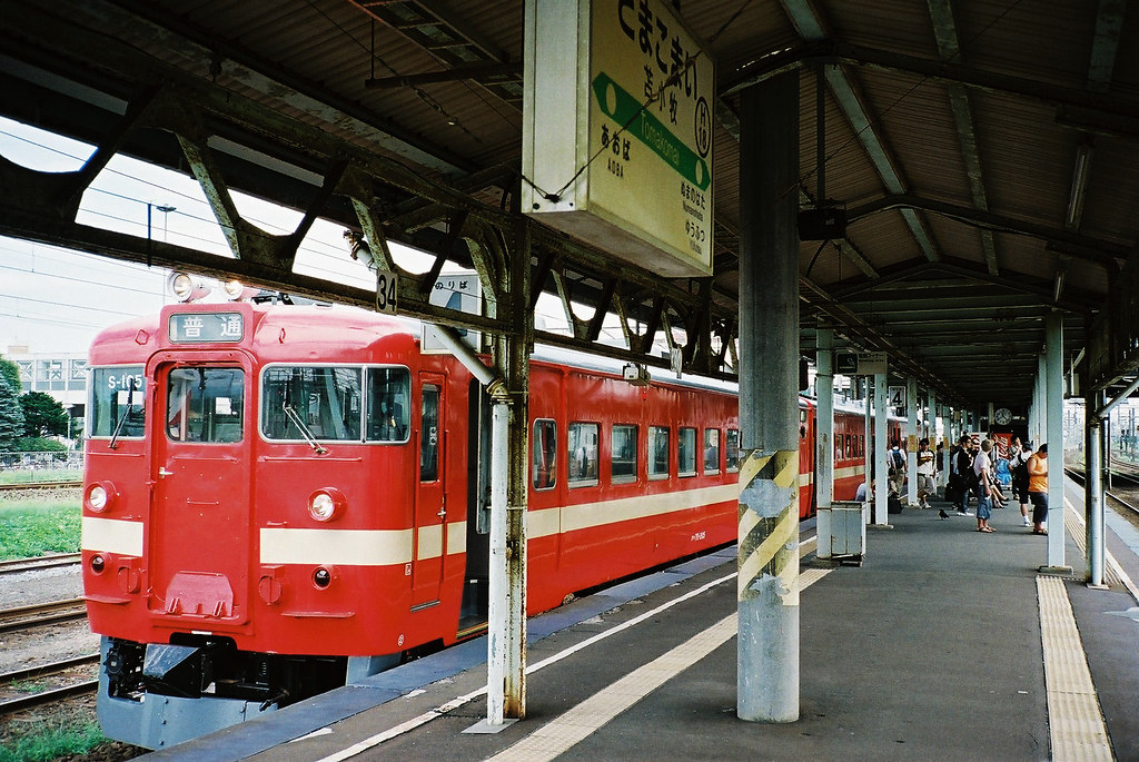 Red electrical train @ TOMAKOMAI station.