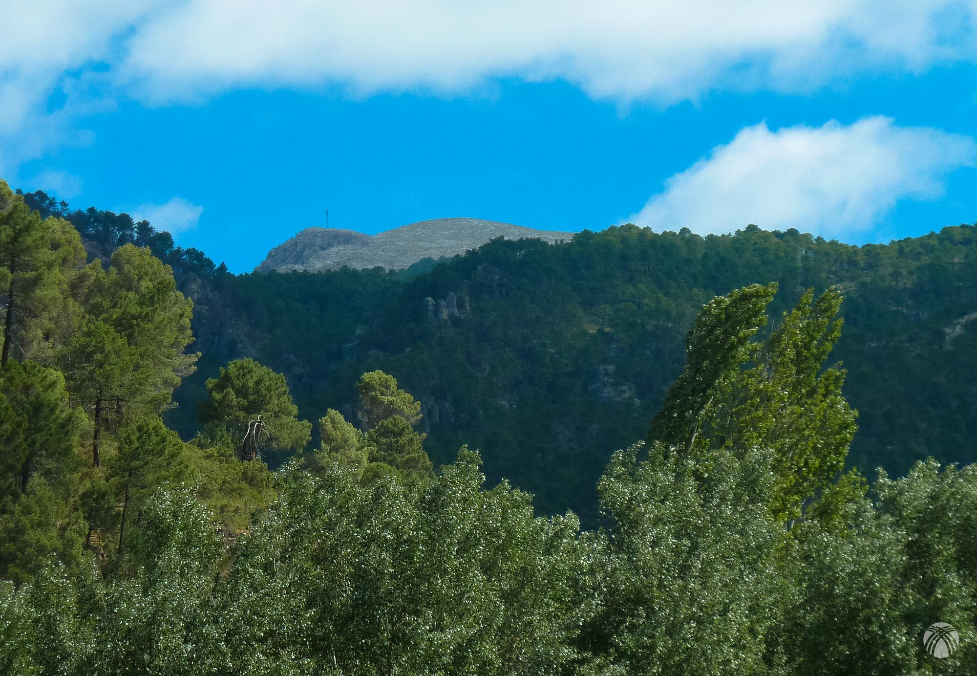 Nuestro objetivo desde el valle: 1000 metros en la vertical nos separan
