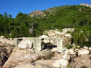 Le pont de Figa sur le ruisseau de Sainte-Lucie au départ du ravin