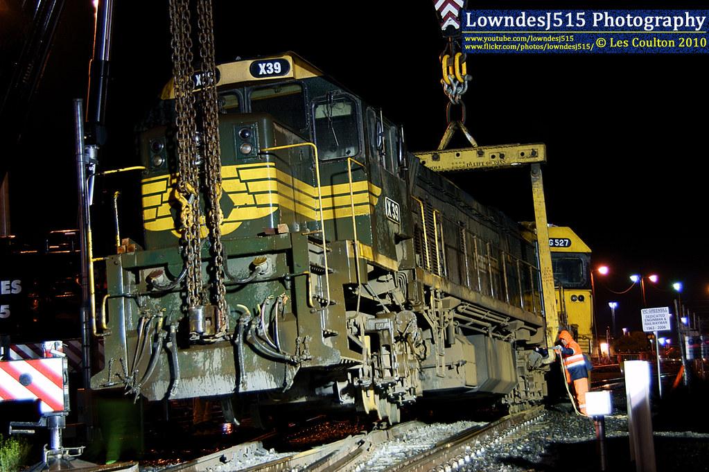 X39 at Docklinks Rd by LowndesJ515