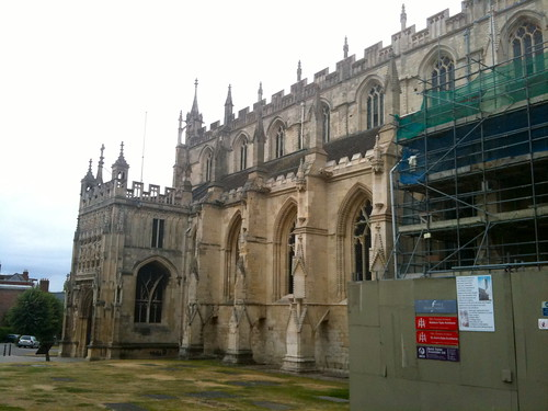 View towards entrance of Gloucester Cathedral | by Tip Tours