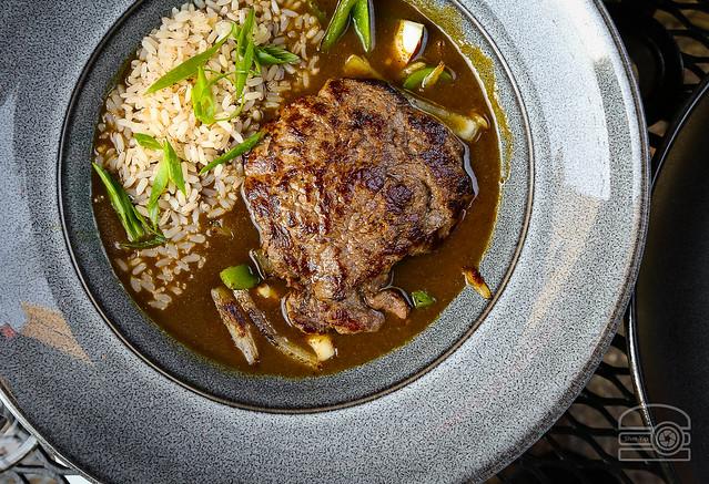 Bife de Xacuti, Pez ~ Beef & Green Chili Curry w/ Congee - Hill & Hollow