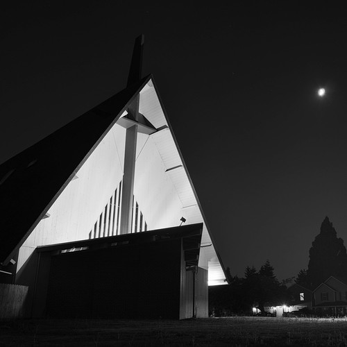 grass night eugene regionaldistinctions building church moon suburbanlandscape blackwhite lawn trees oregon monochrome house longexposure sky architecture america lanecounty builtlandscape pacificnorthwest pnw upperleftusa lowlight