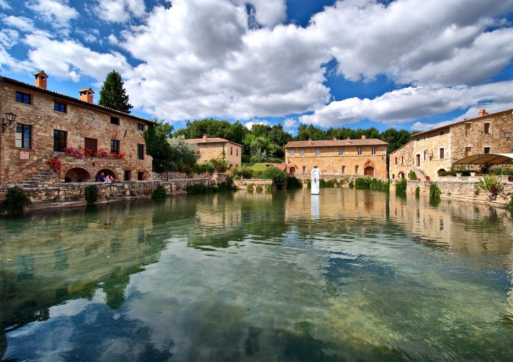 Bagno Vignoni The Ancient Village Of Bagno Vignoni Is Loca Flickr