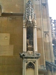 Detail of statue on Gloucester Cathedral entrance | by Tip Tours