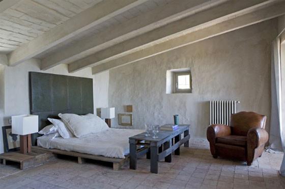 Pallet bed, photo: Tim Clinch