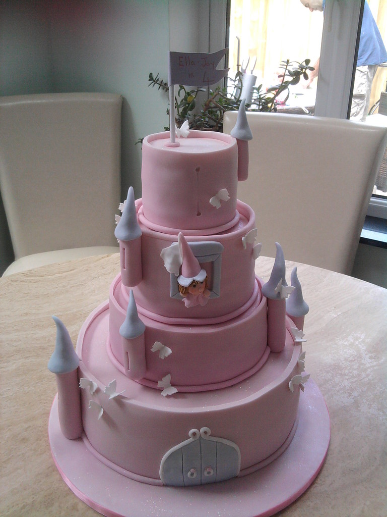Brilliant Ellas Princess Castle Cake Ellas Huge Birthday Cake Bot Flickr Funny Birthday Cards Online Alyptdamsfinfo