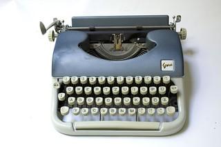 Gesa Kleinschreibmaschine | by shordzi