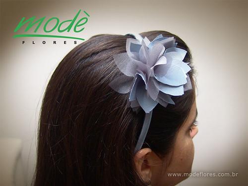 AV066 - tiara com aplicação de flor de tecido - ideal para crianças | by Modè Flores de tecido e couro